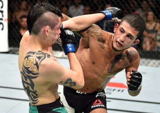 MEXICO CITY, MEXICO - AUGUST 05:  (R-L) Sergio Pettis punches Brandon Moreno of Mexico in their flyweight bout during the UFC Fight Night event at Arena Ciudad de Mexico on August 5, 2017 in Mexico City, Mexico. (Photo by Jeff Bottari/Zuffa LLC via Getty Images)