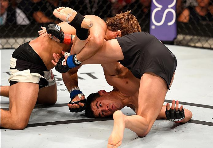INGLEWOOD, CA - JUNE 04:  Dominick Cruz and Urijah Faber wrestle in their UFC bantamweight championship bout during the UFC 199 event at The Forum on June 4, 2016 in Inglewood, California.  (Photo by Josh Hedges/Zuffa LLC/Zuffa LLC via Getty Images)