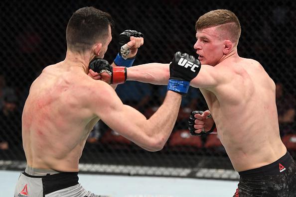 Grant Dawson punches Julian Erosa