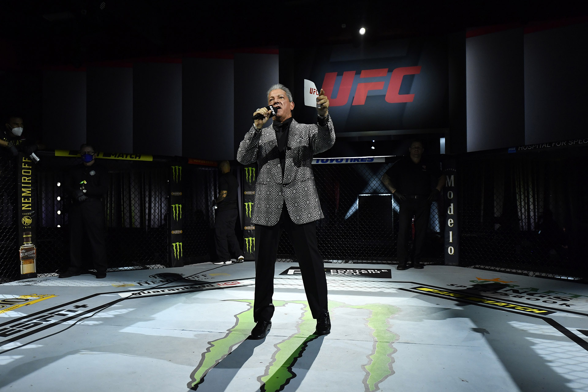 Octagon announcer Bruce Buffer introduces the main event during the UFC 255 event at UFC APEX on November 21, 2020 in Las Vegas, Nevada. (Photo by Jeff Bottari/Zuffa LLC)