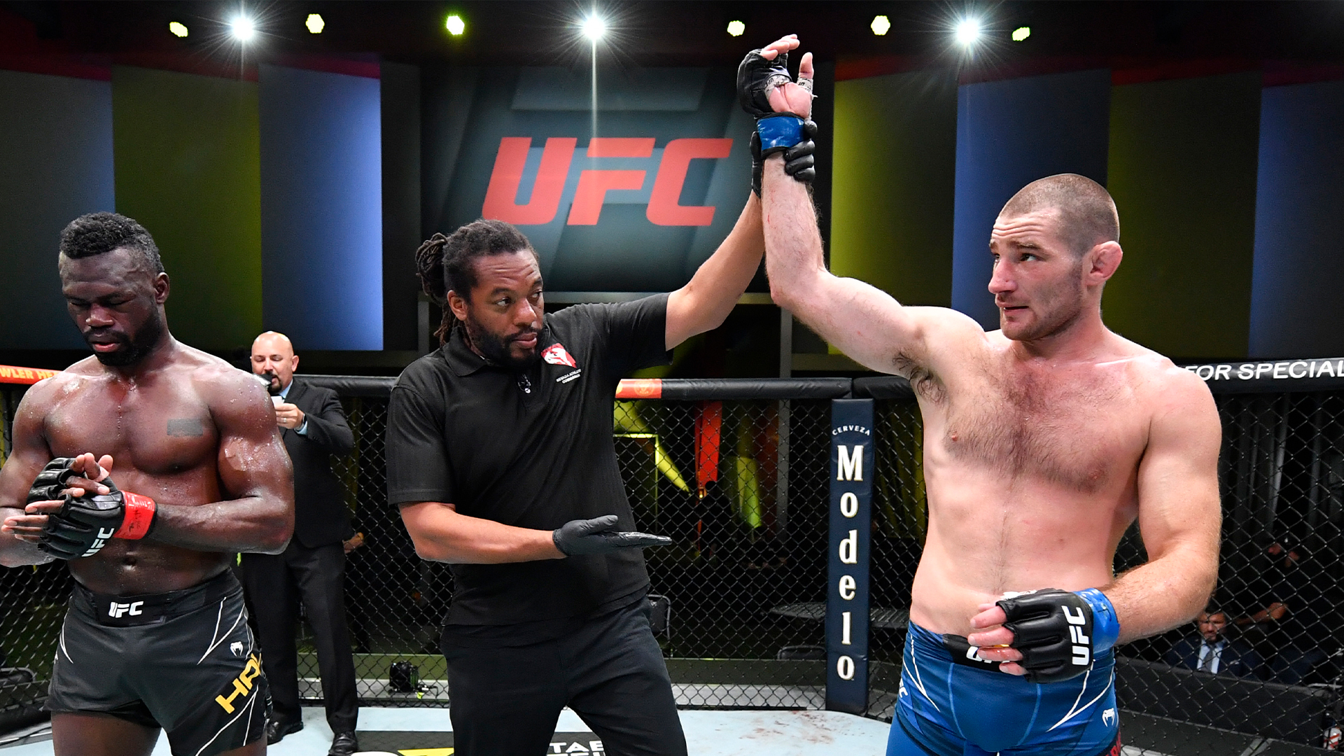 Sean Strickland domina Uriah Hall na luta principal do UFC Vegas 33