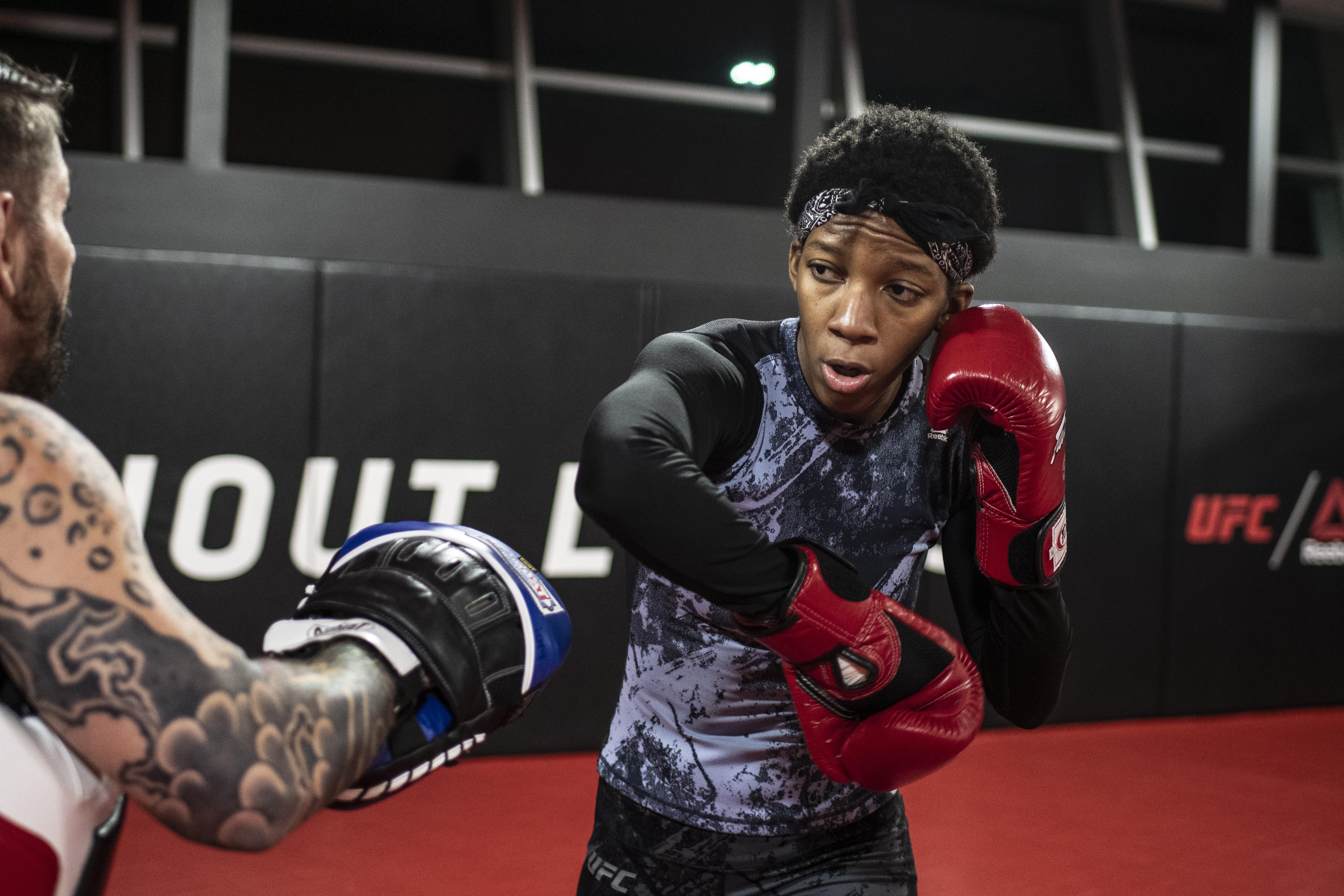 Joselyne Edwards training during UFC Vegas 18 fight week