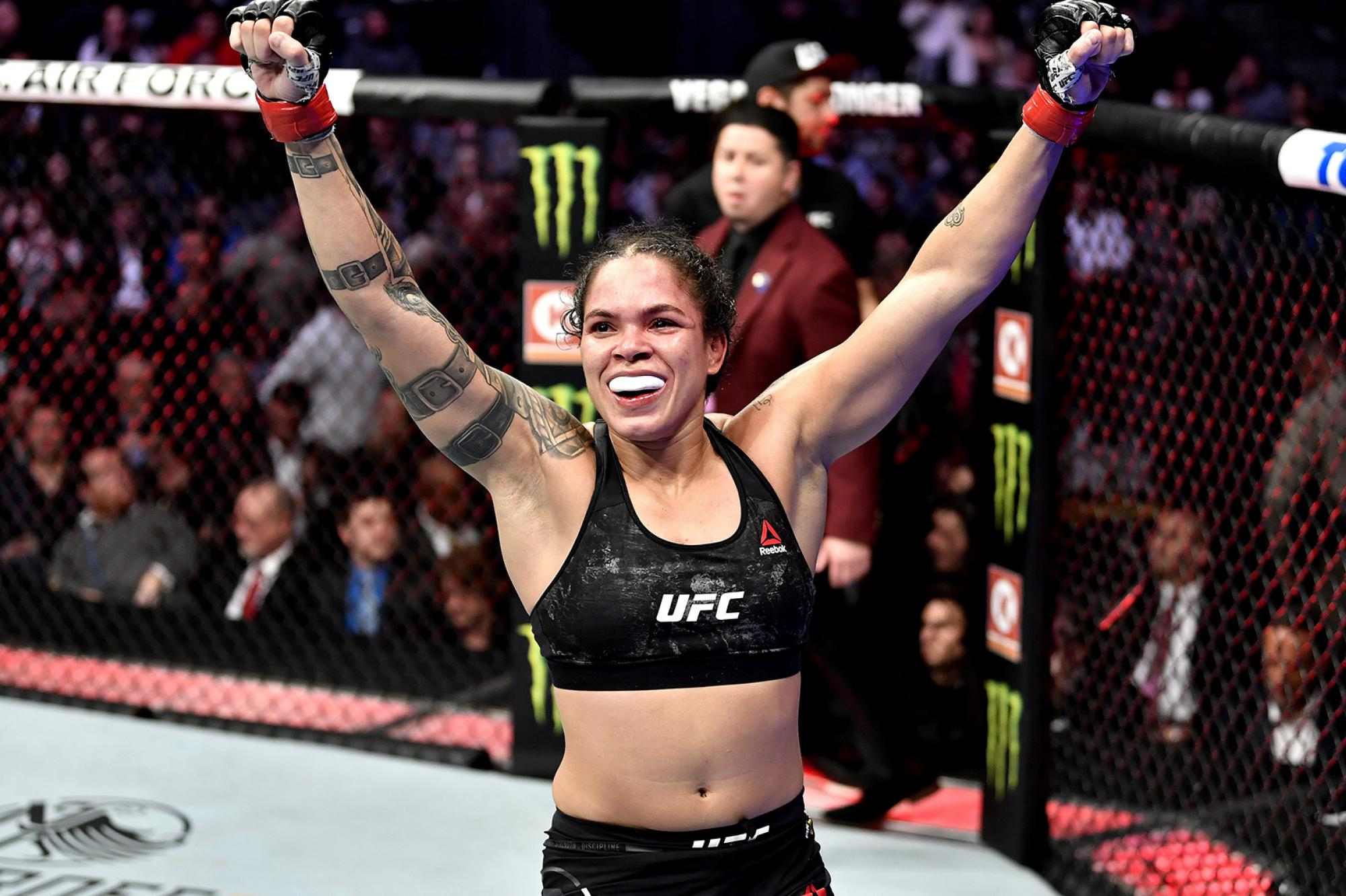 The 32-year old daughter of father (?) and mother(?) Amanda Nunes in 2020 photo. Amanda Nunes earned a million dollar salary - leaving the net worth at million in 2020