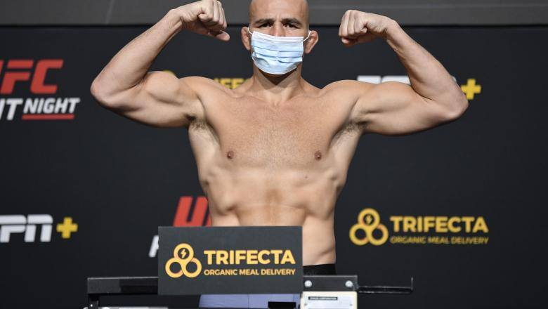 Glover Teixeira of Brazil poses on the scale during the UFC weigh-in at UFC APEX on November 06, 2020 in Las Vegas, Nevada. (Photo by Jeff Bottari/Zuffa LLC)