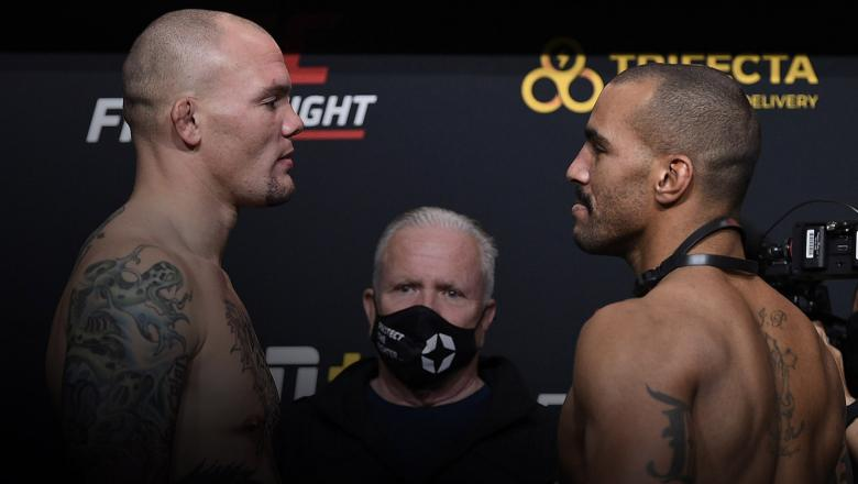 Opponents Anthony Smith and Devin Clark face off during the UFC weigh-in at UFC APEX on November 27, 2020 in Las Vegas, Nevada. (Photo by Chris Unger/Zuffa LLC)