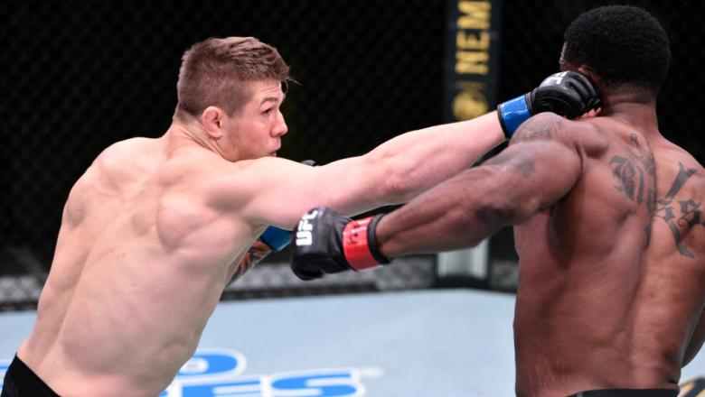 Marvin Vettori of Italy punches Karl Roberson
