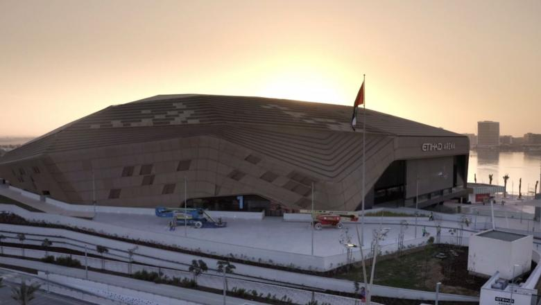 Get an all-access look inside Abu Dhabi's groundbreaking Etihad Arena. See how the Fight Island team worked together to bring fans back to UFC events, then go Octagon-side with Dana White for Max Holloway vs Calvin Kattar.