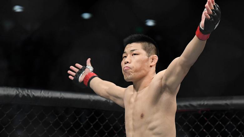 Li Jingliang of China prepares to fight Elizeu dos Santos of Brazil in their welterweight bout during the UFC Fight Night event at Shenzhen Universiade Sports Centre on August 31, 2019 in Shenzhen, China. (Photo by Zhe Ji/Getty Images)