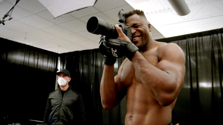 Francis Ngannou meets his action figure and takes over as photographer. Sean O'Malley and Tyron Woodley attend virtual media day. Vicente Luque and Stipe Miocic train for UFC 260.