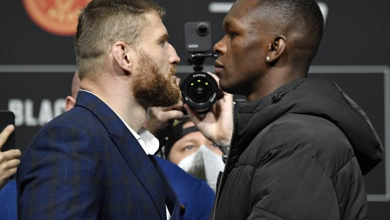 Opponents Jan Blachowicz of Poland and Israel Adesanya of Nigeria face off during the UFC 259 press conference at UFC APEX on March 04, 2021 in Las Vegas, Nevada. (Photo by Jeff Bottari/Zuffa LLC)