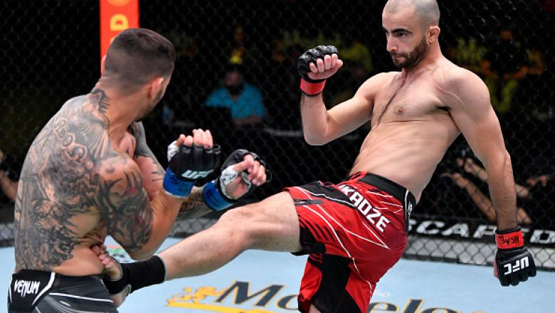 Giga Chikadze of Georgia kicks Cub Swanson in a featherweight bout during the UFC Fight Night event at UFC APEX on May 01, 2021 in Las Vegas, Nevada. (Photo by Jeff Bottari/Zuffa LLC)