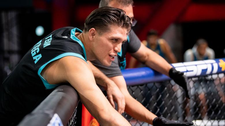 Brian Ortega, head coach on season 29 of The Ultimate Fighter, gets bantamweight Vince Murdock ready for his fight in the Octagon. (Chris Unger/Zuffa LLC)