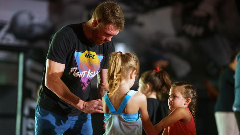 How To Fight Like A Sweet Girl | Paul Felder Teaches Self-Defense Class