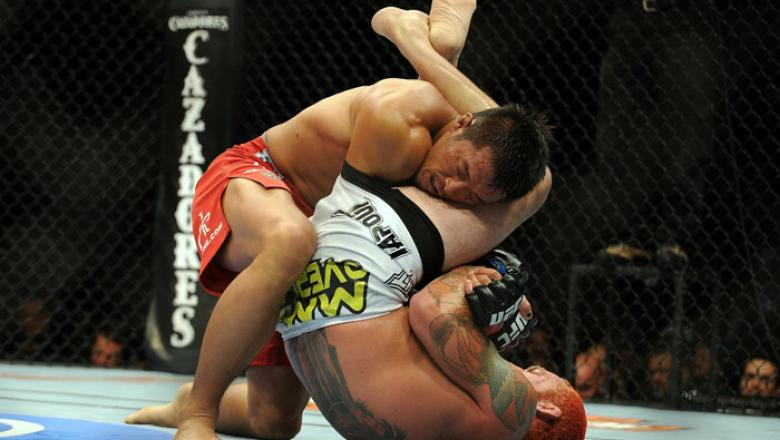Yoshihiro Akiyama vs. Chris Leben