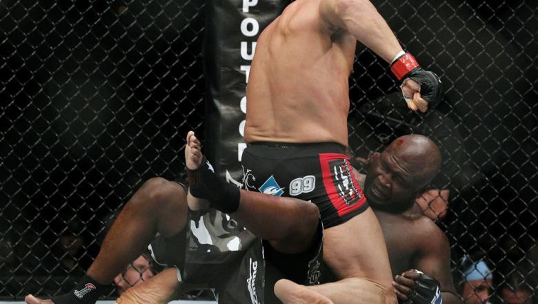 09_UFC118_Couture_Toney_02.jpg?9k0.IlWZG