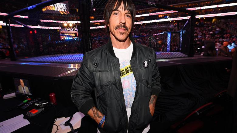 Rockstar Anthony Kiedis in front of the Octagon