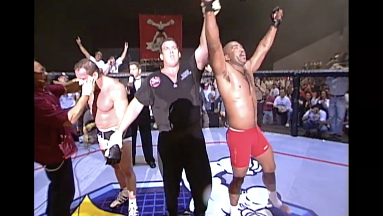 Maurice Smith defeats Mark Coleman to become the First African American UFC Champion at UFC 14