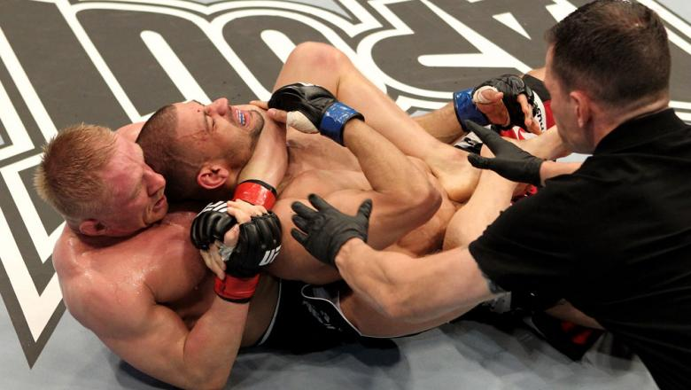 Dennis Siver (L) of Germany fights Andre Winner of England during their UFC Lightweight bout at the Konig Pilsner Arena on November 13, 2010 in Oberhausen, Germany. (Photo by Josh Hedges/Zuffa LLC/Zuffa LLC)