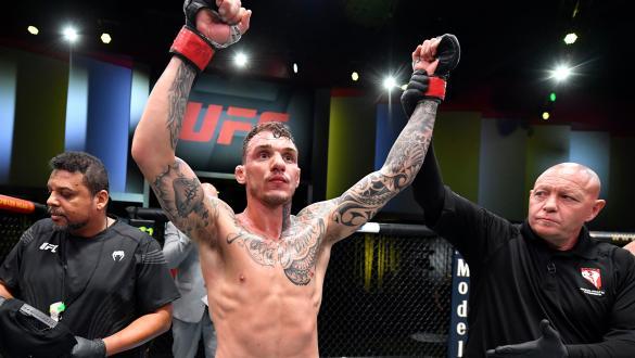 Renato Moicano domina e finaliza Jai Herbert no UFC Vegas 30
