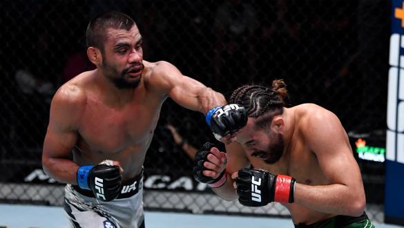 Raulian e mais três faturam os bônus do UFC Vegas 32
