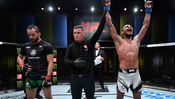 Raulian Paiva vence Kyler Phillips em luta eletrizante no UFC vegas 32