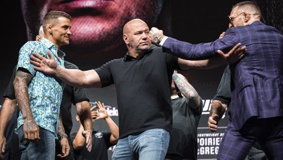 Dustin Poirier e Conor McGregor em encarada na coletiva de imprensa do UFC 264