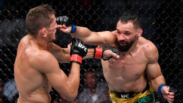 Michel Pereira golpeia Niko Price no UFC 264