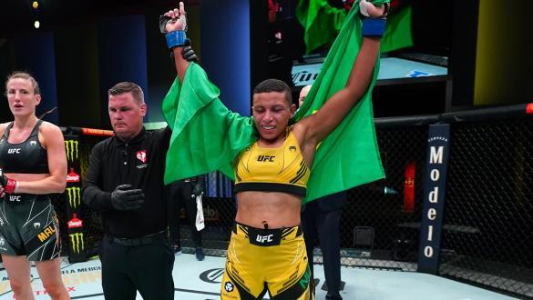 Josiane Nunes nocauteia Bea Malecki no UFC Vegas 34
