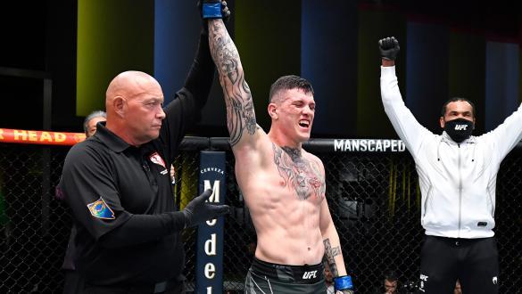 Wellington Turman vence Sam Alvey no card preliminar do UFC Vegas 35