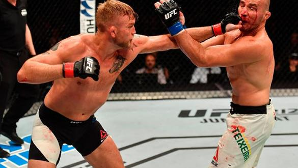 STOCKHOLM, SWEDEN - MAY 28:  (L-R) Alexander Gustafsson punches Glover Teixeira in their light heavyweight fight during the UFC Fight Night event at the Ericsson Globe Arena on May 28, 2017 in Stockholm, Sweden. (Photo by Jeff Bottari/Zuffa LLC/Zuffa LLC