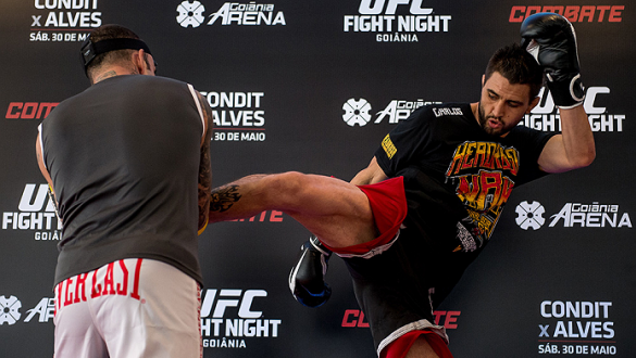 GOIANIA, BRAZIL - MAY 28: Welterweight Carlos Condit of United States holds an open training session for media at Flex Alphaville Gym on May 28, 2015 in Goiania, Brazil. (Photo by Buda Mendes/Zuffa LLC/Zuffa LLC via Getty Images)
