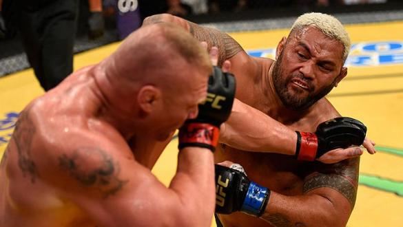 LAS VEGAS, NV - JULY 09: (R-L) Mark Hunt of New Zealand punches Brock Lesnar in their heavyweight bout during the UFC 200 event on July 9, 2016 at T-Mobile Arena in Las Vegas, Nevada.  (Photo by Josh Hedges/Zuffa LLC/Zuffa LLC via Getty Images) *** Local