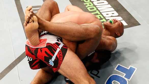MASHANTUCKET, CT - SEPTEMBER 05:  (R-L) Ronaldo 'Jacare' Souza submits Gegard Mousasi by a guillotine choke in their middleweight bout during the UFC Fight Night event at Foxwoods Resort Casino on September 5, 2014 in Mashantucket, Connecticut.  (Photo by