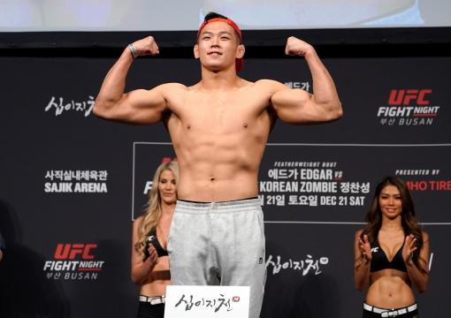 Da-un Jung of South Korea poses on the scale during the UFC fight night weigh-in at Sajik Arena on December 20, 2019 in Busan, South Korea. (Photo by Jeff Bottari/Zuffa LLC via Getty Images)