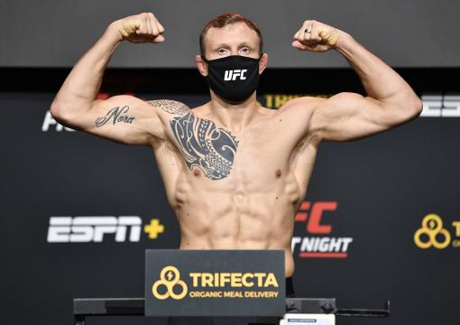 Jack Hermansson of Sweden poses on the scale during the UFC Fight Night weigh-in at UFC APEX on December 04, 2020 in Las Vegas, Nevada. (Photo by Chris Unger/Zuffa LLC)
