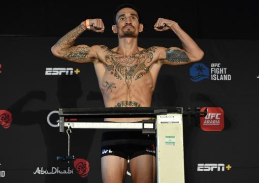 Max Holloway poses on the scale during the UFC weigh-in at Etihad Arena on UFC Fight Island on January 15, 2021 in Abu Dhabi, United Arab Emirates. (Photo by Jeff Bottari/Zuffa LLC)