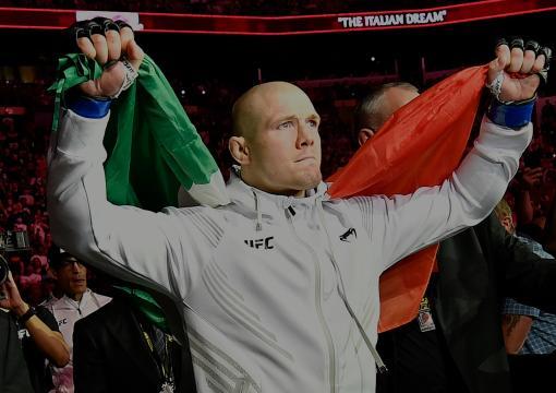 Marvin Vettori caminha ao Octógono para o duelo com Israel Adesanya no UFC 263