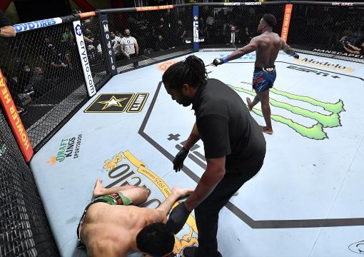 Abdul Razak Alhassan knocks out Alessio Di Chirico at UFC Fight Night: Barboza vs Chikadze (Photo by Chris Unger/Zuffa LLC)