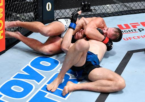 Nate Landwehr submits Ludovit Klein of Slovakia in a featherweight fight during the UFC Fight Night event at UFC APEX on October 16 2021 in Las Vegas Nevada. (Photo by Chris Unger/Zuffa LLC)