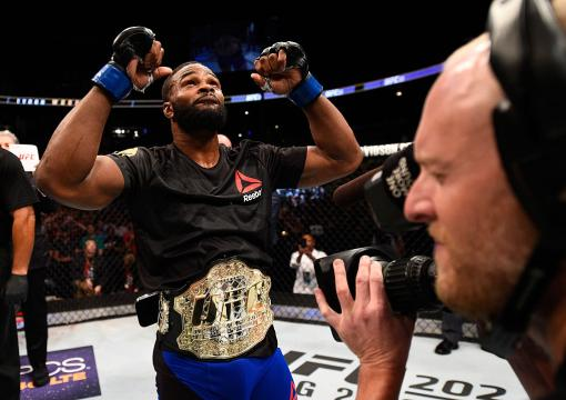 Black History: Tyron Woodley defeat Robbie Lawler to become the UFC welterweight champion at UFC 201