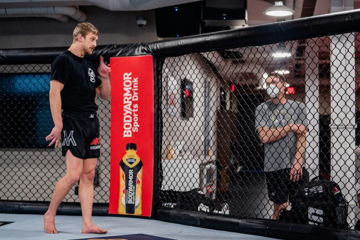 Arnold Allen trains for his bout at UFC Fight Night: Vettori vs Holland in the UFC Performance Institute on April 7, 2021. (Photo by Zac Pacleb)