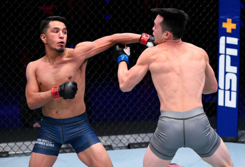LAS VEGAS, NEVADA - AUGUST 11: (L-R) Adrian Yanez punches Brady Huang in a bantamweight fight during week two of Dana White's Contender Series season four at UFC APEX on August 11, 2020 in Las Vegas, Nevada. (Photo by Chris Unger/DWCS LLC/Zuffa LLC)