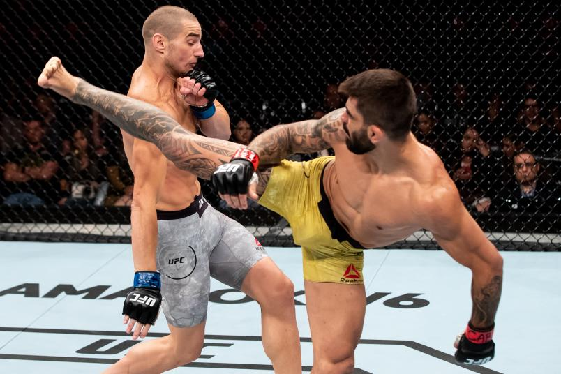 RIO DE JANEIRO, BRAZIL - MAY 12: Elizeu Zaleski dos Santos ( R) of Brazil kicks Sean Strickland of the United States in their welterweight bout during the UFC 224 event at Jeunesse Arena on May 12, 2018 in Rio de Janeiro, Brazil. (Photo by Buda Mendes/Zuffa LLC/Zuffa LLC)