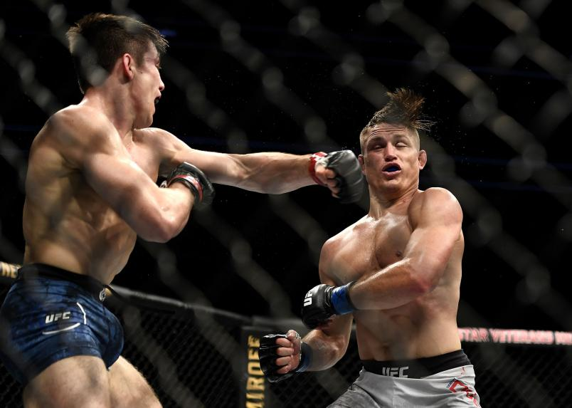Alexander Hernandez (L) of the United States fights Drew Dober (R) of the United States in their Lightweight bout during UFC Fight Night at VyStar Veterans Memorial Arena on May 13, 2020 in Jacksonville, Florida. (Photo by Douglas P. DeFelice/Getty Images)