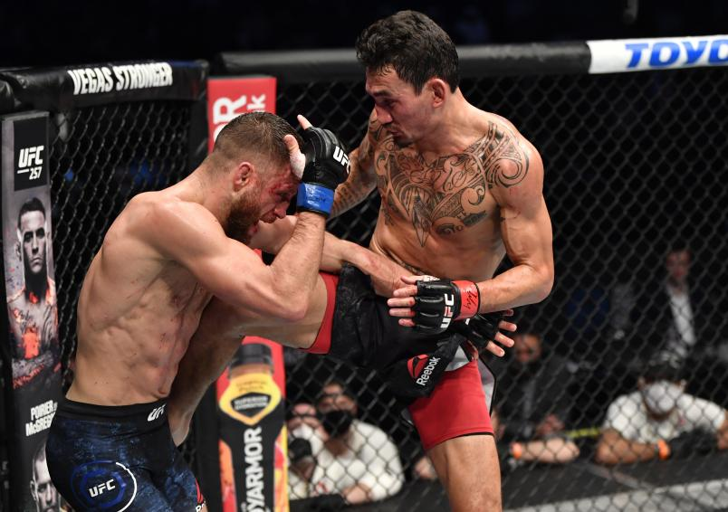 Max Holloway kicks Calvin Kattar in a featherweight bout during the UFC Fight Night event at Etihad Arena on UFC Fight Island on January 17, 2021 in Abu Dhabi, United Arab Emirates. (Photo by Jeff Bottari/Zuffa LLC)