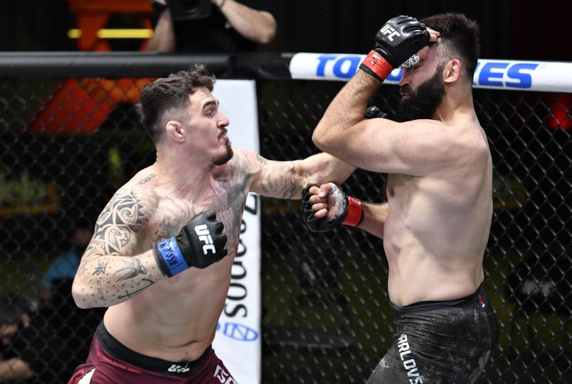 Tom Aspinall of England punches Andrei Arlovski of Belarus in a heavyweight bout during the UFC Fight Night event at UFC APEX on February 20, 2021 in Las Vegas, Nevada. (Photo by Chris Unger/Zuffa LLC)