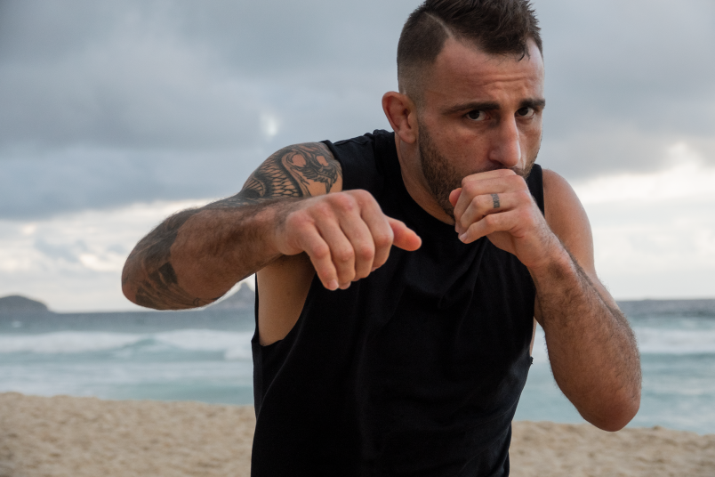 Alexander Volkanovski training for UFC 251