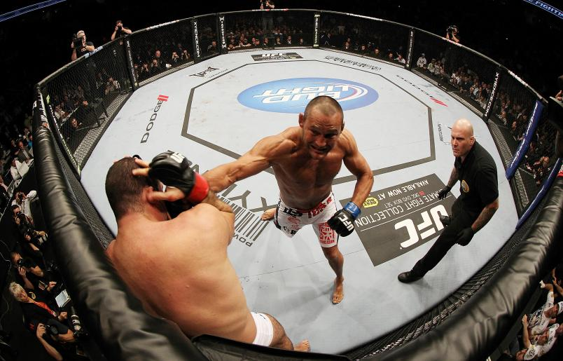 Look back at one of the greatest fights in UFC history, the incredible first battle between Dan Henderson and Shogun Rua