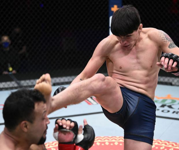 (R-L) Ignacio Bahamondes kicks Edson Gomez in a welterweight fight during Dana White's Contender Series season four, week eight at UFC APEX on November 04, 2020 in Las Vegas, Nevada. (Photo by Chris Unger/DWCS LLC/Zuffa LLC)