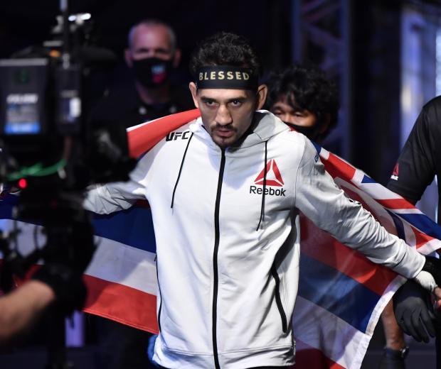 ax Holloway prepares to fight Alexander Volkanovski in their UFC featherweight championship fight during the UFC 251 event at Flash Forum on UFC Fight Island on July 12, 2020 on Yas Island, Abu Dhabi, United Arab Emirates. (Photo by Jeff Bottari/Zuffa LLC)